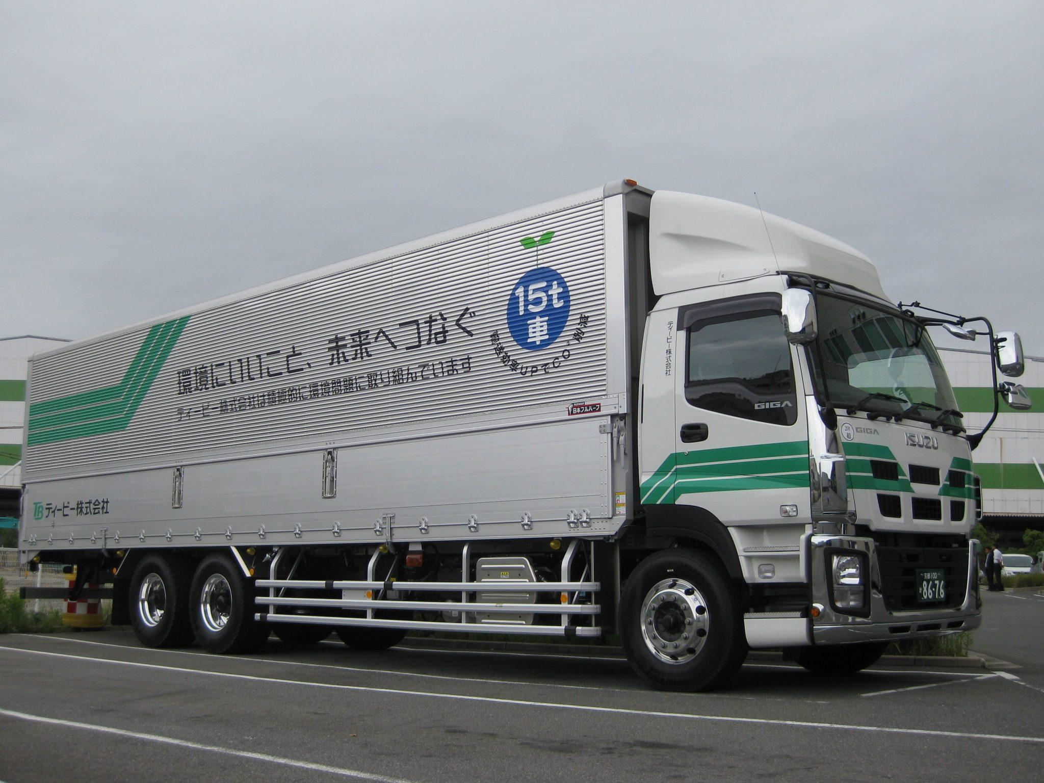 X One装着タカラ物流大型トラック