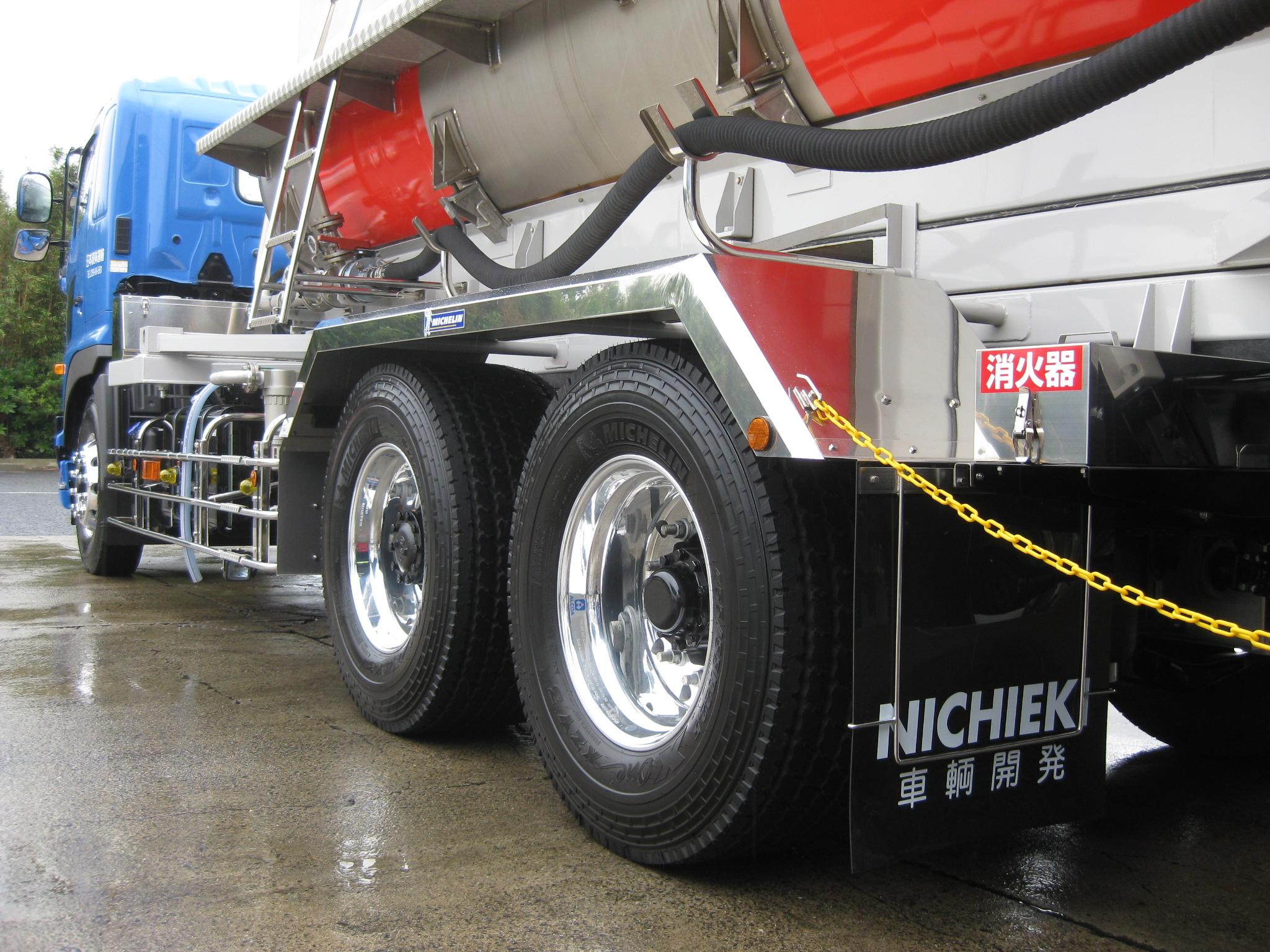X One装着 日本液体運輸タンクローリー_2