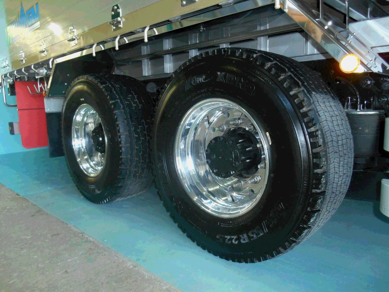 X One熊谷産業タイヤ