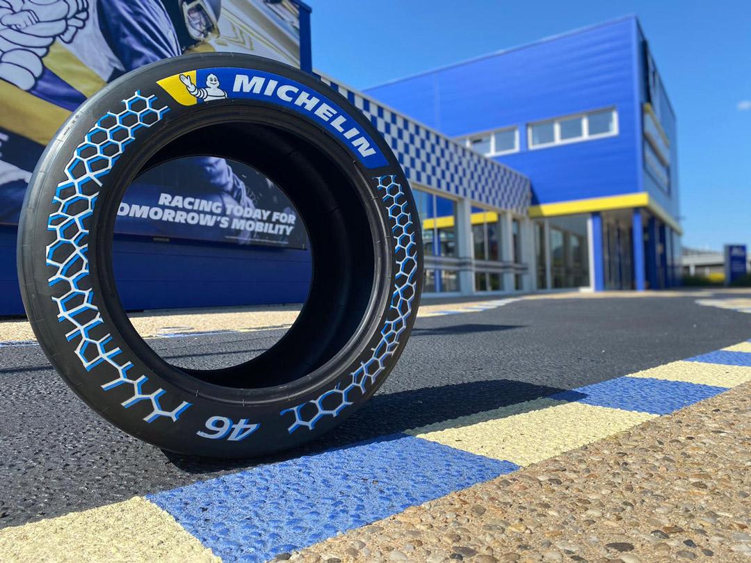 46%持続可能な原材料を使用したレーシングタイヤ